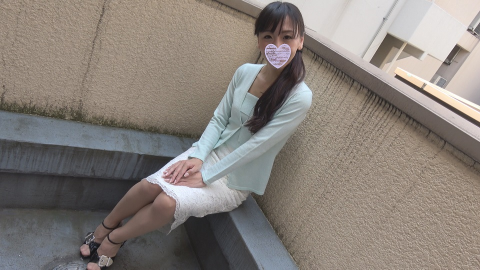 FC2 PPV 604817 Tomomi 43 years old Shinjin School Slender Beautiful wife and raw squeal mass sexual drink