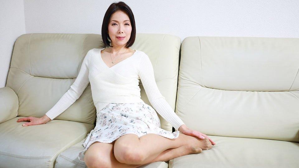 Pacopacomama 042319_074 Aoyama Ai Slender model figure despite being 57 years old