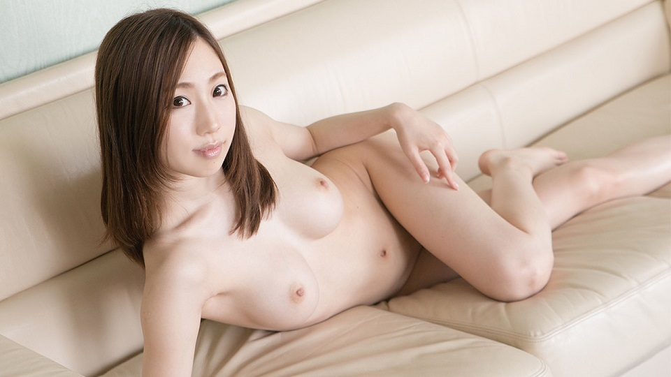 S-Cute 428_momoka_02 little boldly etched on the couch / Momoka